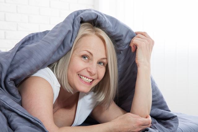 За жените на възраст между 40 и 50 години хормоналният поток на перименопаузата може да създаде особени предизвикателства за кожата. Бледа, суха, старееща, петниста или сърбяща и чувствителна кожа са твърде често срещани проблеми, които се появяват при жените.